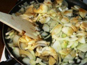 Dukan Diet Recipe: Letcho, Frying Onions